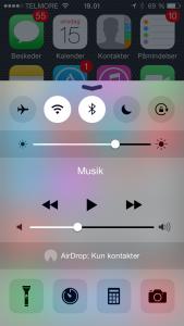 Via Kontrolcenter kan du nemt slå Wi-Fi og Bluetooth fra og til igen når du har brug for det.
